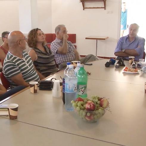 Minister Aharonovich meeting with Kfar Aza residents (Photo: Roee Idan)