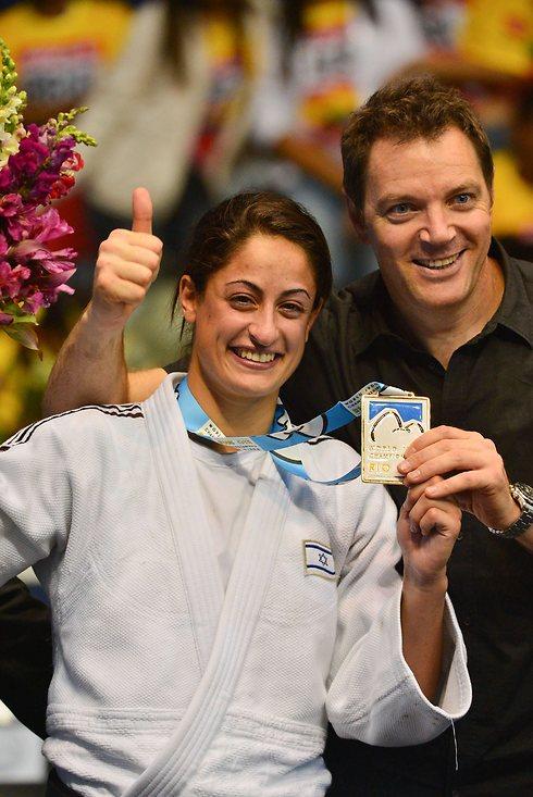 אחרי זה הישראלית התפנתה לחגוג (צילום: AFP)