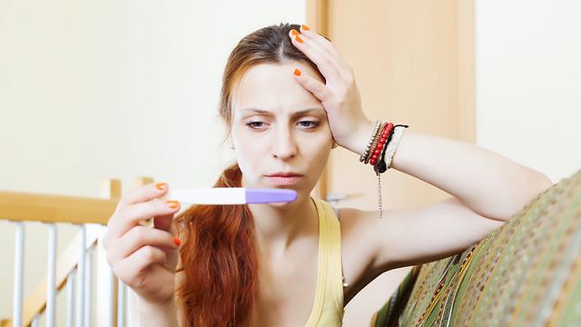 אין דרך אמינה לדעת כמה ביציות קיימות בשחלותיה של אישה (צילום: shutterstock) (צילום: shutterstock)