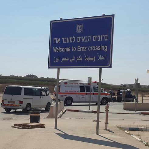 Ambulances wait at the Erez border crossing (Photo: Roee Idan) (Photo: Roi Idan)
