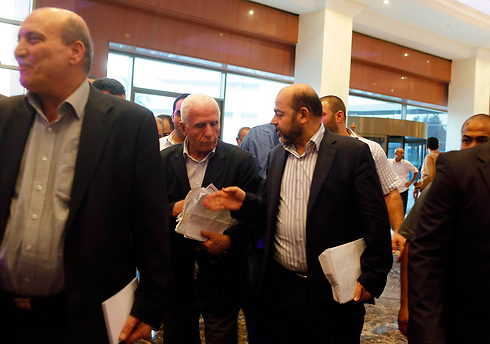 Cairo-based Hamas official Mousa Abu Marzouk (right) and head of Palestinian delegation to ceasefire talks Azzam al-Ahmad (center) (Photo: Reuters)