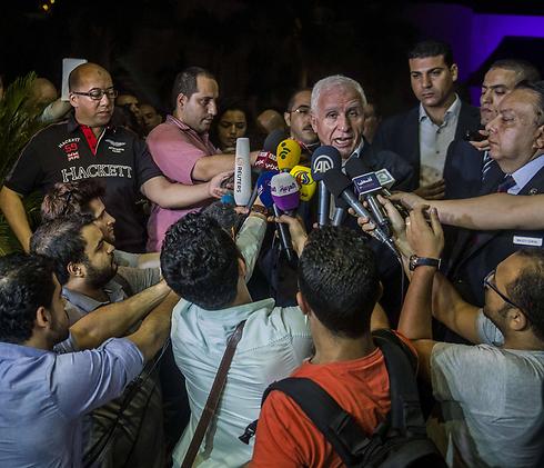 ראש המשלחת הפלסטינית לקהיר, עזאם אל-אחמד (צילום: AFP)