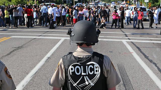 בפרגוסון 53 שוטרים, רק שלושה מהם שחורים (צילום: MCT) (צילום: MCT)