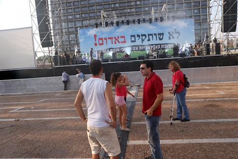 מתכוננים לעצרת, אחר הצהריים בתל אביב (צילום: מוטי קמחי) (צילום: מוטי קמחי)