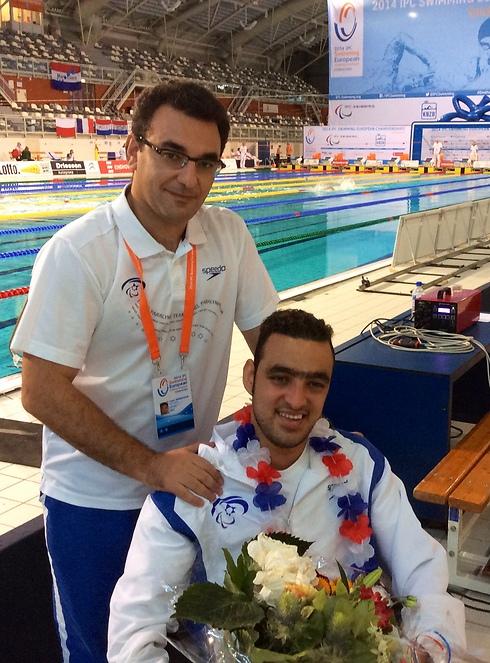 איאד שלבי עם המאמן יעקב בנינסון (צילום: נח רם) (צילום: נח רם)