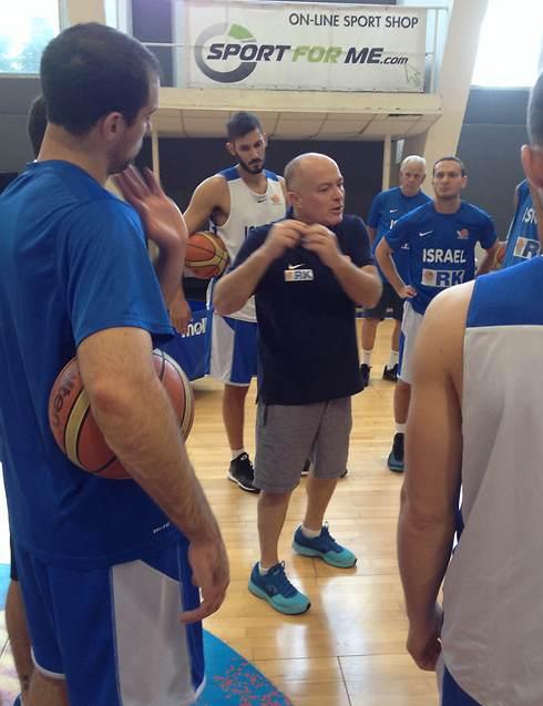 ארז אדלשטיין. יידע לנצל את החולשות של בולגריה? (צילום: איגוד הכדורסל) (צילום: איגוד הכדורסל)