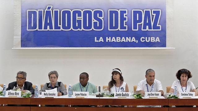 דיאלוג לשלום. קורבנות מול הוועדה (צילום: רויטרס) (צילום: רויטרס)