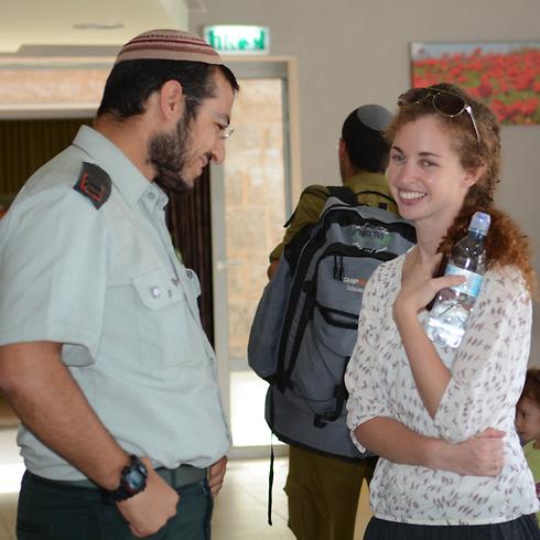 סרוסי במפגש עם חיילי חטיבת גבעתי, היום (צילום: ג'ורג' גינסברג)