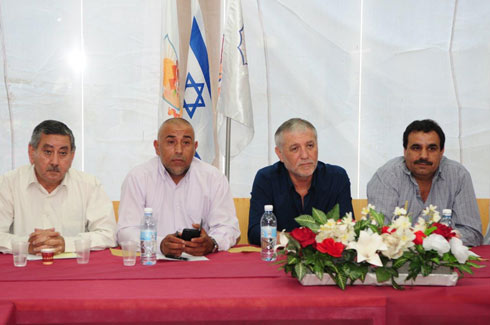 Welfare Minister Meir Cohen meeting with heads of Bedouin communities in Hura (Photo: Herzl Yosef)