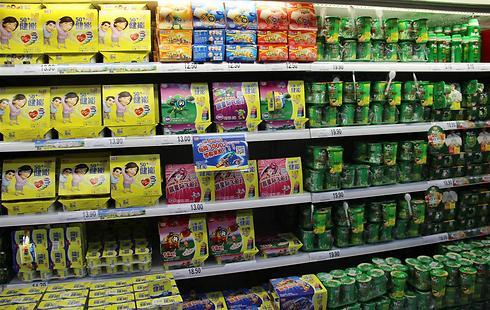 מוצרים של ברייט פוד על המדפים במרכולים בסין (צילום: בילי פרנקל) (צילום: בילי פרנקל)