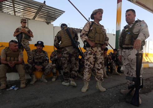 """אנשי כוחות """"הפשמרגה"""" הכורדים בדרך לסכר מוסול (צילום: AFP) (צילום: AFP)"""