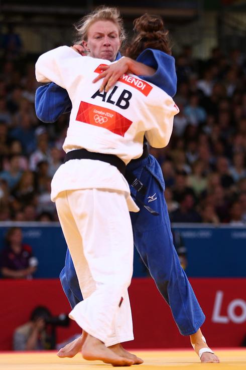 במשחקים האולימפיים בלונדון היא הופיעה תחת דגל אלבניה (צילום: GettyImages) (צילום: GettyImages)