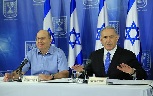 Prime Minister Netanyahu with Defense Minister Ya'alon (Photo: Yaron Brenner)