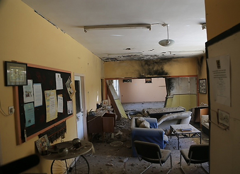 Rocket damage caused to a house in Nir Oz (Photo: Motti Kimchi)
