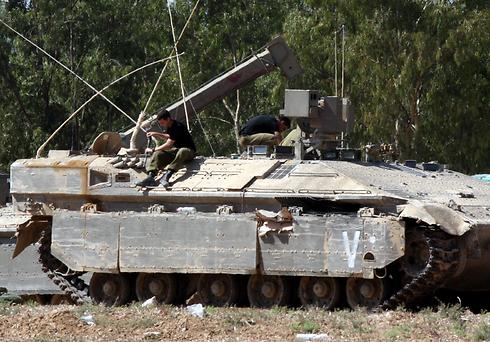 טנקים בעוטף. חלק מהמפעלים המשיכו לייצר (צילום: רועי עידן) (צילום: רועי עידן)