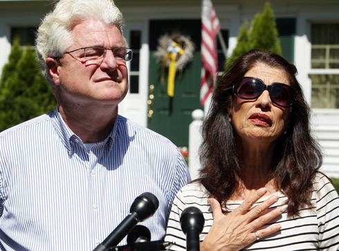 קיבלו את דרישות הכופר במייל מדאעש. הוריו של פולי, ג'ון ודיאן (צילום: AP) (צילום: AP)