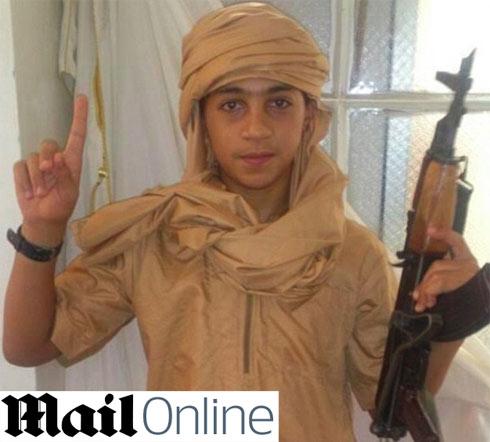 הצטרף לאחיו בסוריה. יונס בן ה-13 ()