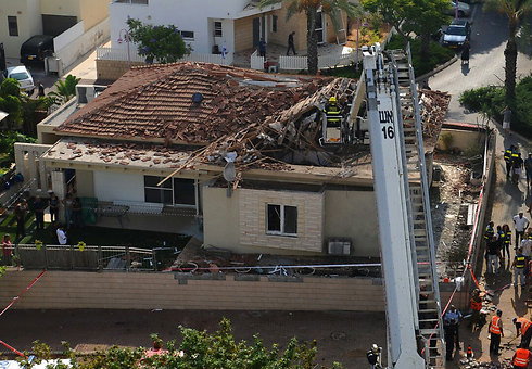 The Ashkelon house that suffered a direct hit (Photo: Avi Rokach)