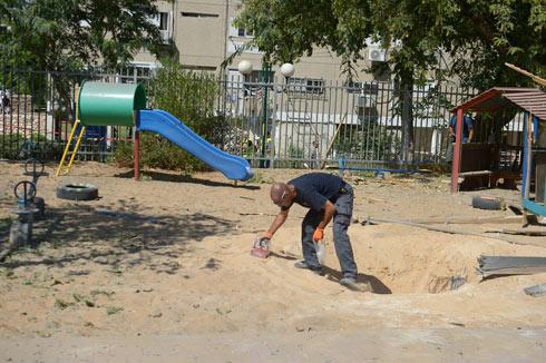 גן הילדים באשדוד שנפגע בצהריים מרקטה (צילום: אבי רוקח)