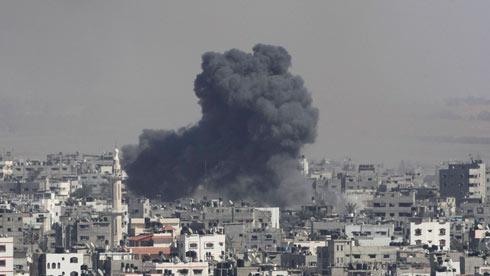 """הפצצות צה""""ל בעזה (צילום: רויטרס) (צילום: רויטרס)"""