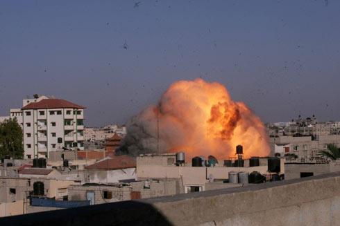 """תקיפת צה""""ל היום ברצועת עזה (צילום: AFP  )"""