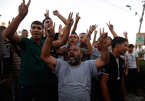 Gazans celebrate announcement of long-term ceasefire (Photo: Reuters)