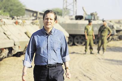 Herzog visits Gaza border during Operation Protective Edge. (Photo: Gadil Kabalo) (Photo: Gadil Kabalo)
