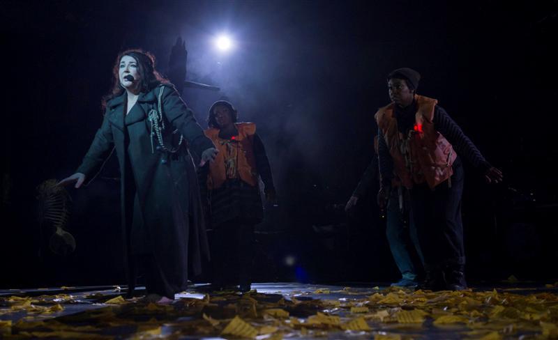 הופעת קאמבק שהדהימה את העולם. קייב בוש חוזרת לבמה (צילום: AP) (צילום: AP)