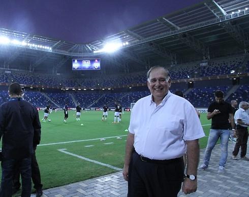 """יונה יהב באצטדיון """"סמי עופר"""". לא קיבל את ההתנצלות (צילום: זוהר שחר)"""