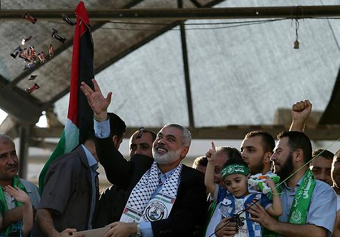 Haniyeh at 'victory' parade in Gaza (Photo: Reuters) (Photo: Reuters)