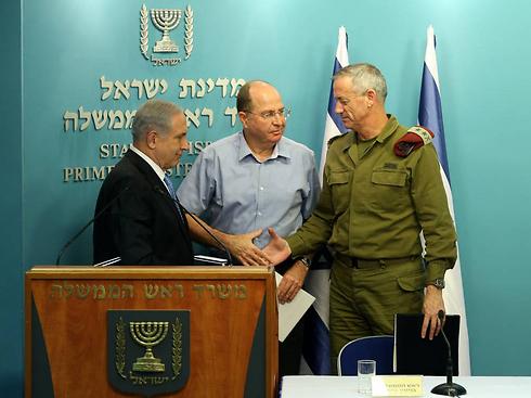 The decision-makers during the war: Netanyahu, Ya'alon and Gantz (Photo: Amit Shabi)