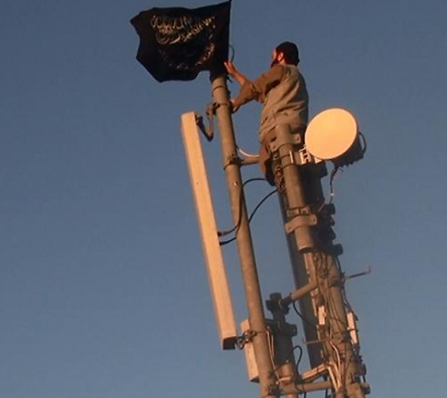 ISIS flag in the Syrian border