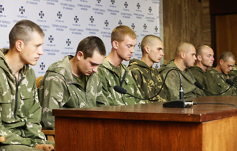 Russian paratroopers captured by Ukrainian forces in fighting. (Photo: EPA) (Photo: EPA)