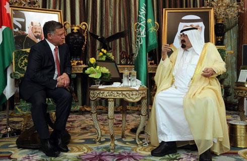 הרחקת איראן קשורה ללחץ הסעודי לא לשתף את הגורם השיעי בסוריה. המלכים עבדאללה מסעודיה (מימין) ומירדן (צילום: AP, ארמון המלכות הירדני) (צילום: AP, ארמון המלכות הירדני)