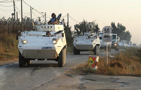 UN observers on the Golan border (Photo: Efi Shrir)