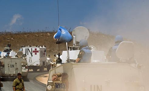 UN forces entering Israel through Quneitra (Photo: EPA)