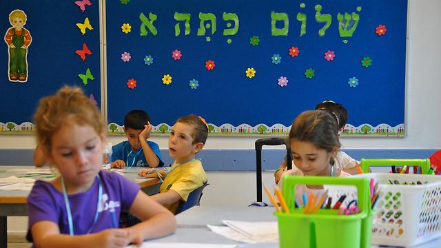 הרב לייטמן מציע להתחיל את יום הלימודים לפחות בשעה אחת של פעילות חיבור מגבשת.  (צילום: עפר מאיר)