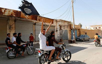 לוחמי דאעש בסוריה (צילום: רויטרס) (צילום: רויטרס)