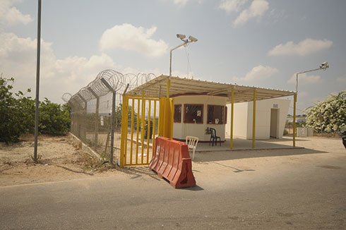After: The empty post at the kibbutz gate (Photo: Avi Rokach)