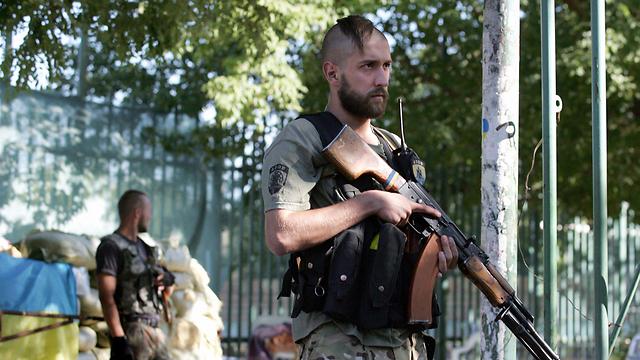 חיילי צבא אוקראינה במריופול (צילום: EPA) (צילום: EPA)