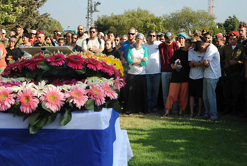 Family of Staff Sgt. Shachar Shalev at funeral (Photo: Avihu Shapira)