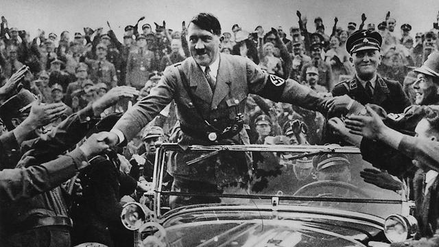 """ביצעו """"ניסויים"""" רפואיים בחולים. היטלר בנירנברג, 1 בינואר 1933 (צילום: gettyimages) (צילום: gettyimages)"""