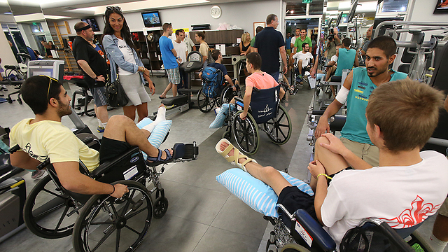 80 wounded soldiers at rehabilitation center (Photo: Shaul Golan)