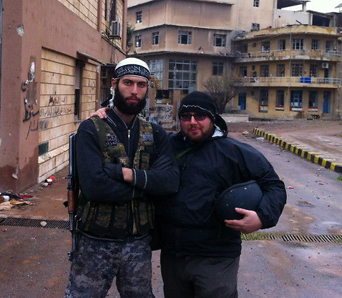 Sotloff with an Islamist fighter.