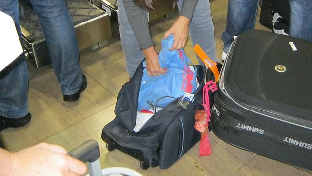 מה עושים אם המזוודה הגיעה פתוחה? (צילום: יואב זיתון)