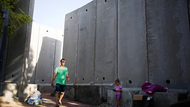 Protective barrier in Nahal Oz kindergarten (Photo: Reuters)