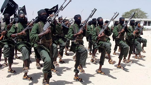 לוחמי ארגון הטרור א-שבאב בסומליה (צילום: AP) (צילום: AP)