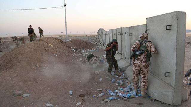 הכורדים מתגוננים ממתקפה של דאעש (צילום: AP) (צילום: AP)