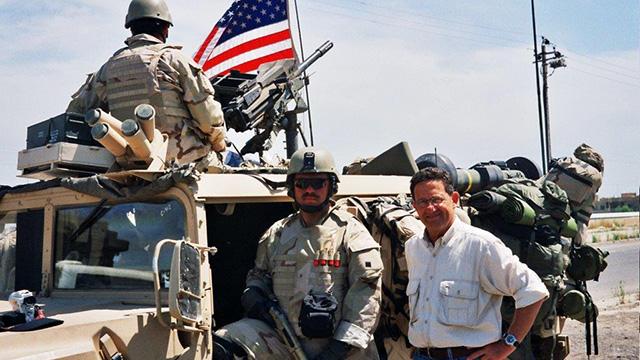 רון בן ישי עם הכוחות האמריקנים באזור מוסול, ב-2003 ()