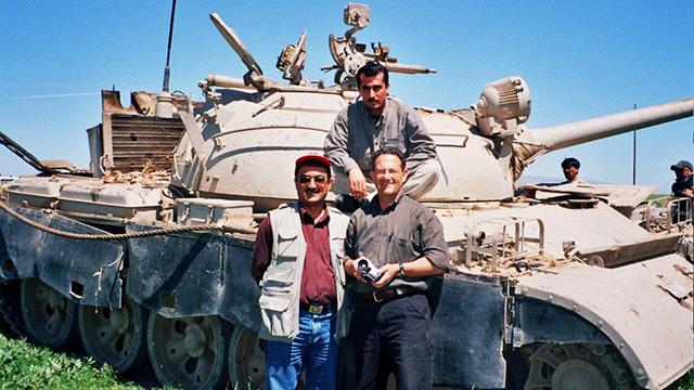 """""""ראינו את הפצצות גולשות מהמטוסים, ואת החיילים העיראקים בורחים"""" ()"""
